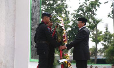 Peringati Hari Pahlawan, Gubernur Banten Tabur Bunga di Makam