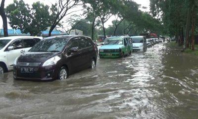 Akses Utama Menuju Kantor Puspemkab Tangerang Terendam Banjir