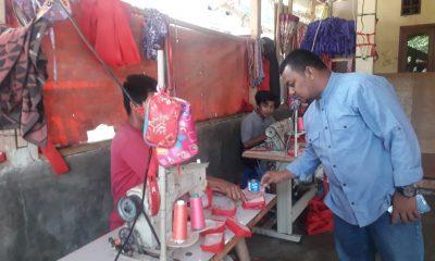KNPI Banten yang juga Caleg DPRD Provinsi Banten dari PPP Deden Fatih meninjau UKM