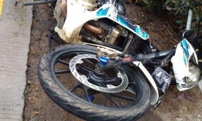 motor Suzuki Satria terlibat kecelakaan di Jalan Raya Palka