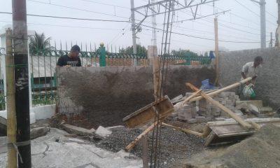Satpol PP dan PT KAI Tertibkan Bangunan Liar di Jalan Sunan Kalijaga Cijoro