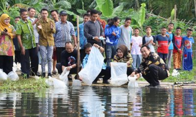 Bupati Serang Ratu Tatu Chasanah Tebar 150 Ribu Benih Ikan di Kawasan Bendungan Pamarayan Lama