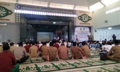 Iti saat menghadiri pengajian ulama umaroh untuk memperingati Maulid Nabi Muhammad di Mesjid Agung Al-araf