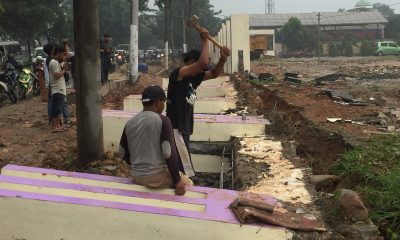 Baru Dua Bulan Dibangun, Tembok Beton Kecamatan Cikupa Ambruk Diguyur Hujan