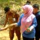 Bupati Pandeglang Irna Narulita Nyebur ke Sungai Cimoyan