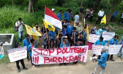 Pemeriksaan Dimyati di Bawaslu Diwarnai Aksi Unjuk Rasa PMII Pandeglang
