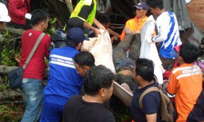 Proses evakuasi korban tewa tsunami di Tanjung Lesung