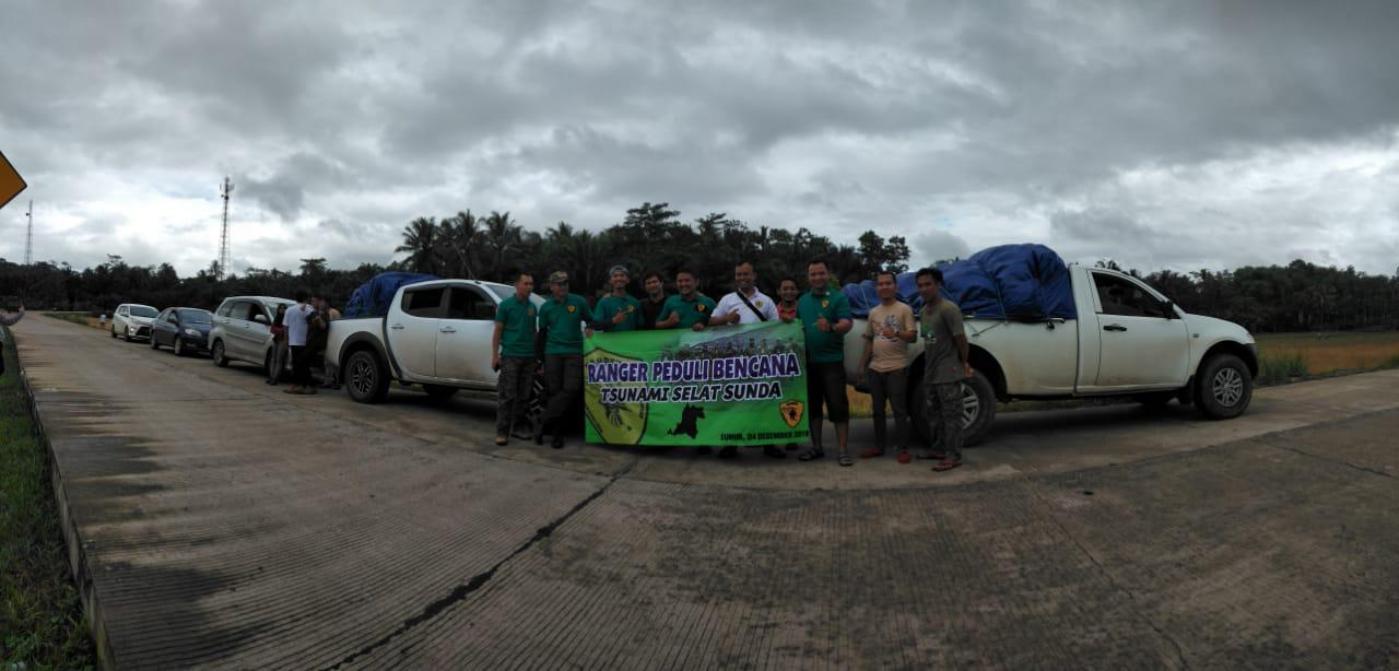 Bawa Logistik Senilai Rp 10 Juta, Ranger Banten Tim Pertama Salurkan Bantuan Tsunami ke Desa Paniis Pandeglang