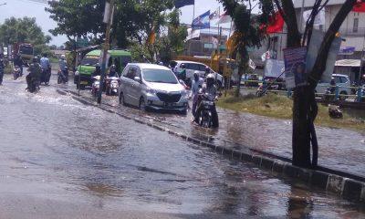 Akses Menuju ke Perumahan Total Persada Terputus karena Banjir
