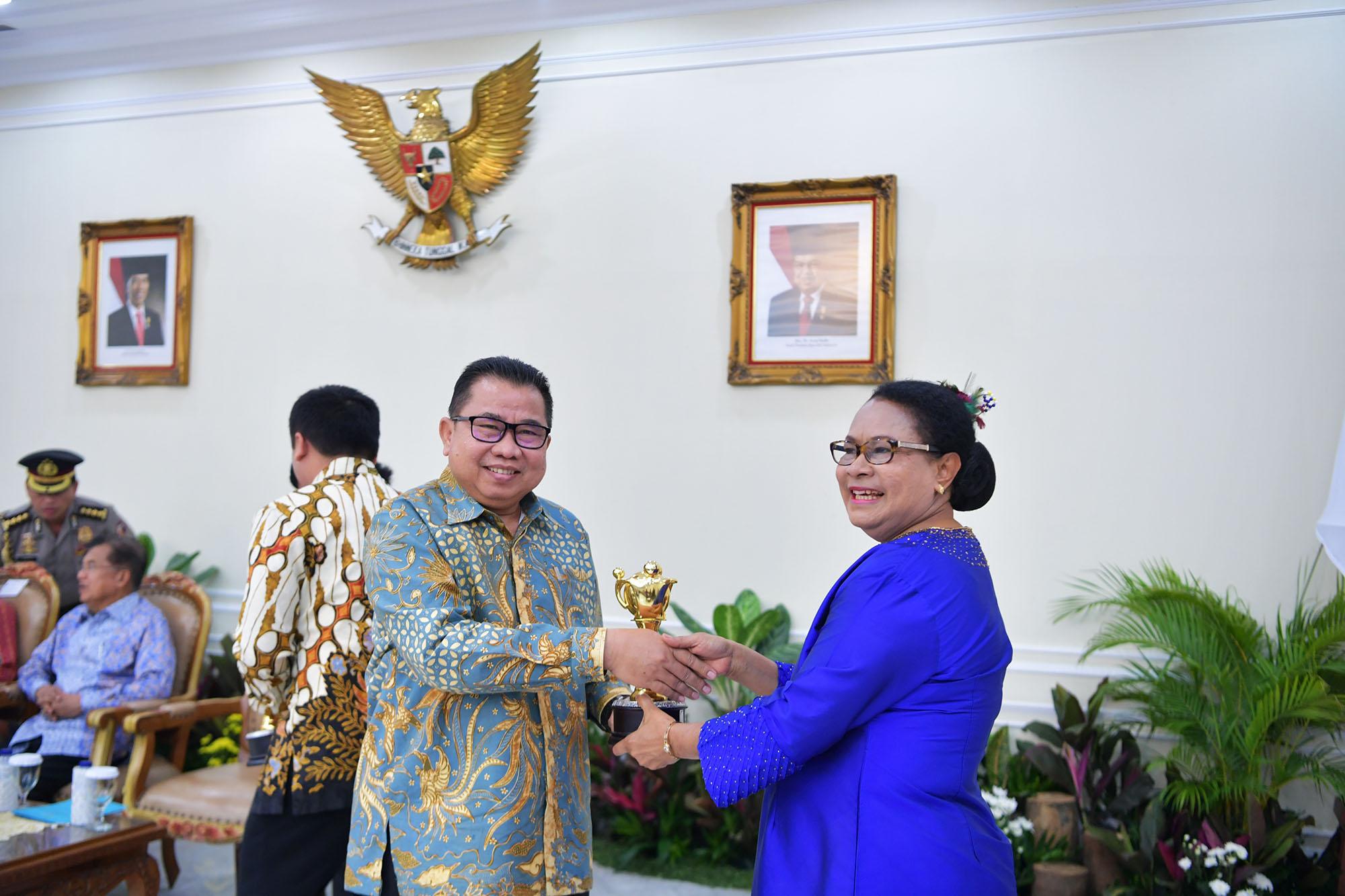 Pemprov dan Tujuh Kota/Kabupaten di Banten Raih Penghargaan Anugerah Parahita Ekapraya