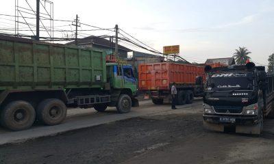 truk tanah over tonase