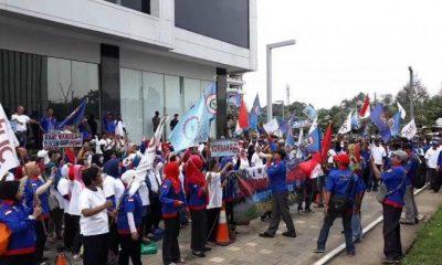 Tuntut Perusahaan Bayar Pesangon, Buruh PT Sandratex Geruduk Puspemkot Tangsel