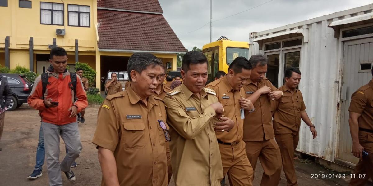 Wali Kota Serang Syafrudin saat kunjungan kerja di PUPR Kota Serang.