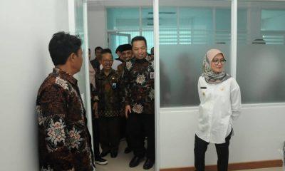 Bupati Lebak Iti Octavia Jayabaya ketika meninjau gedung kantor BPS Lebak. (Istimewa)