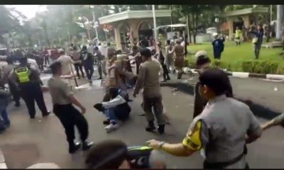 Mahasiswa dan petugas bentrok di Balaikota Tangerang