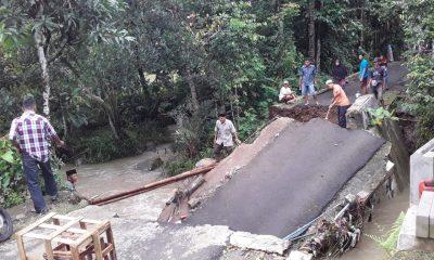 Jembatan Sepanjang 12 Meter Penghubung Empat Desa di Cisata Pandeglang Ambruk