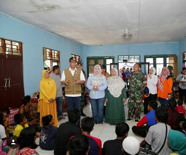 Kepala Badan Nasional Penanggulangan Bencana atau BNPB Letjen Doni Monardo saat meninjau sejumlah titik lokasi bencana tsunami dan posko pengungsian