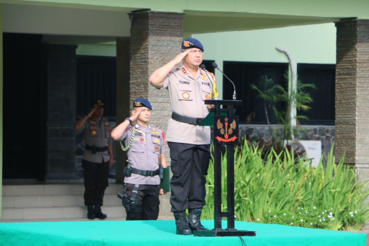 Irjen Pol. Tomsi Tohir Pimpinan Upacara Bendera Bulanan Bersama TNI-Polri di Mako Grup 1 Kopassus