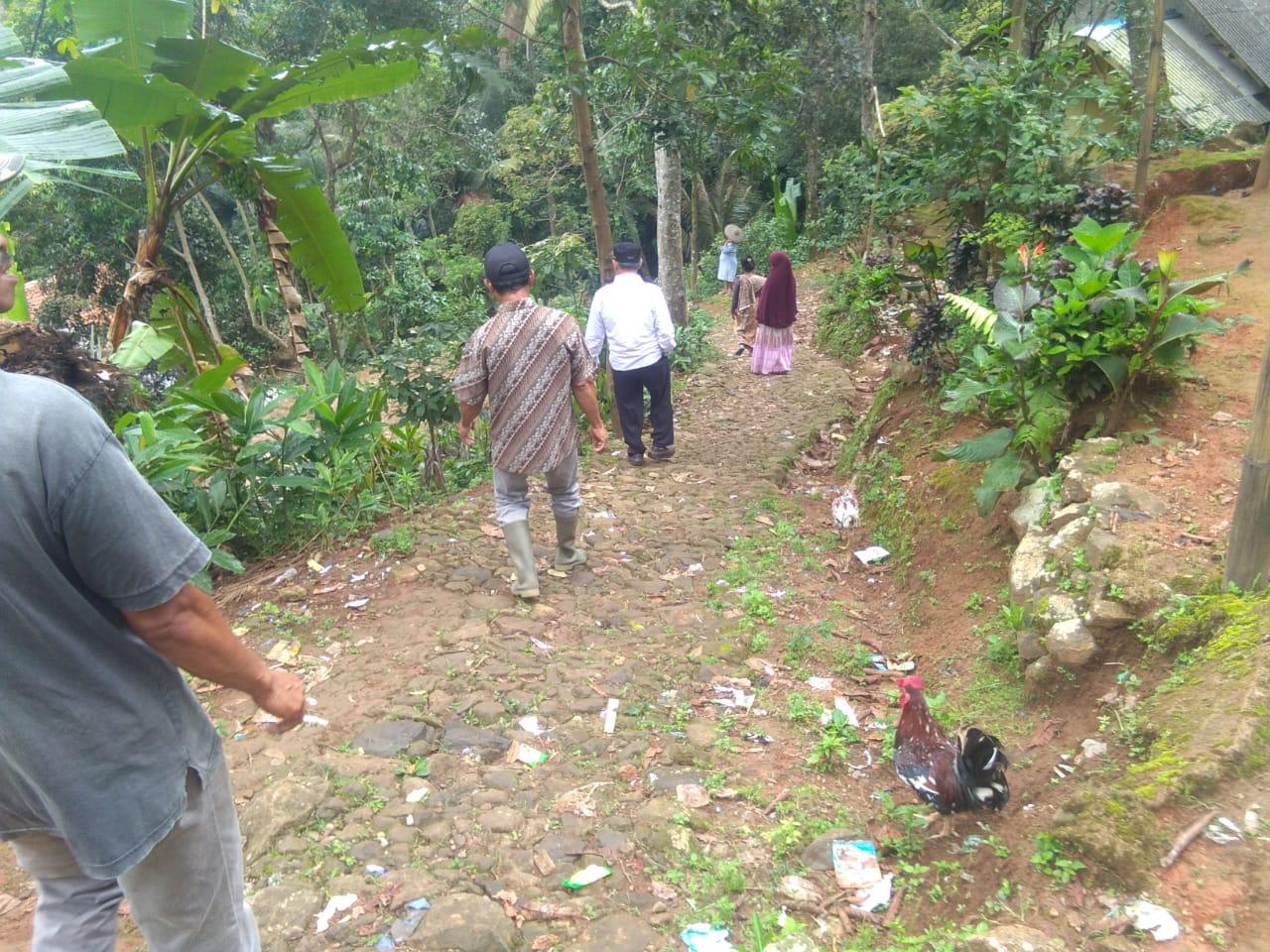 Tanah Bergerak,41 KK di Desa Gunungwangun Cibeber Mengungsi