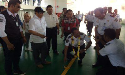 Direktur Jenderal Perhubungan Darat Budi Setyadi saat memeriksa kondisi KMP Neomi yang menjadi KMP pertama di Atas 5.000 GT Beroperasi di Penyeberangan Merak-Bakahueni.