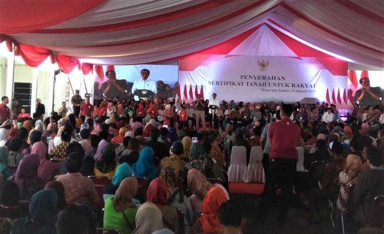 Jokowi bagi-bagi sertifikat di Pondok Cabe