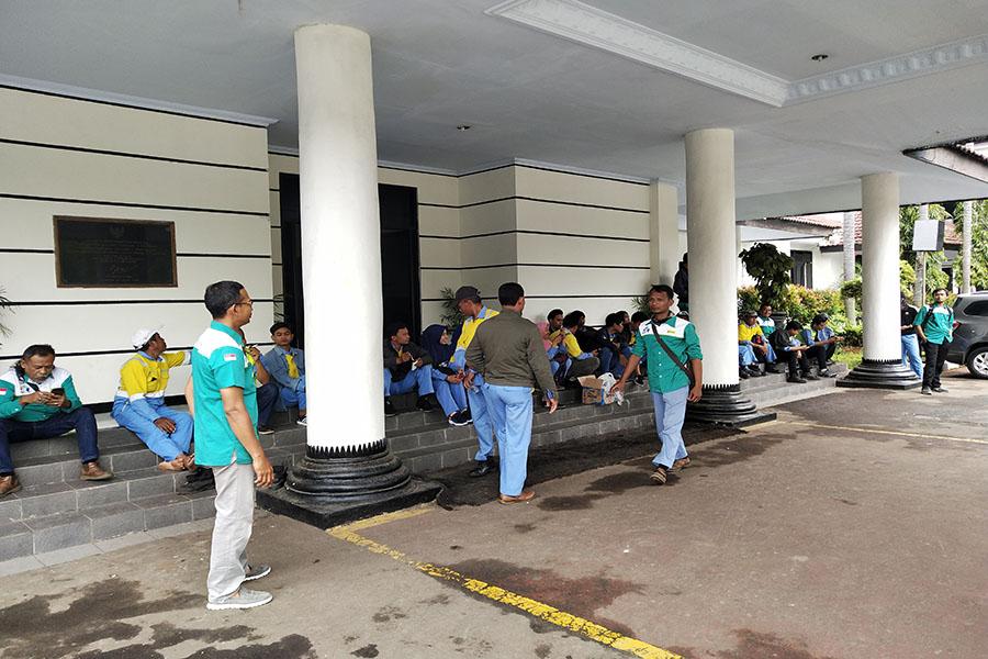 Karyawan PT BCS Protes PHK sepihak PT Blue Scope Steel Indonesia