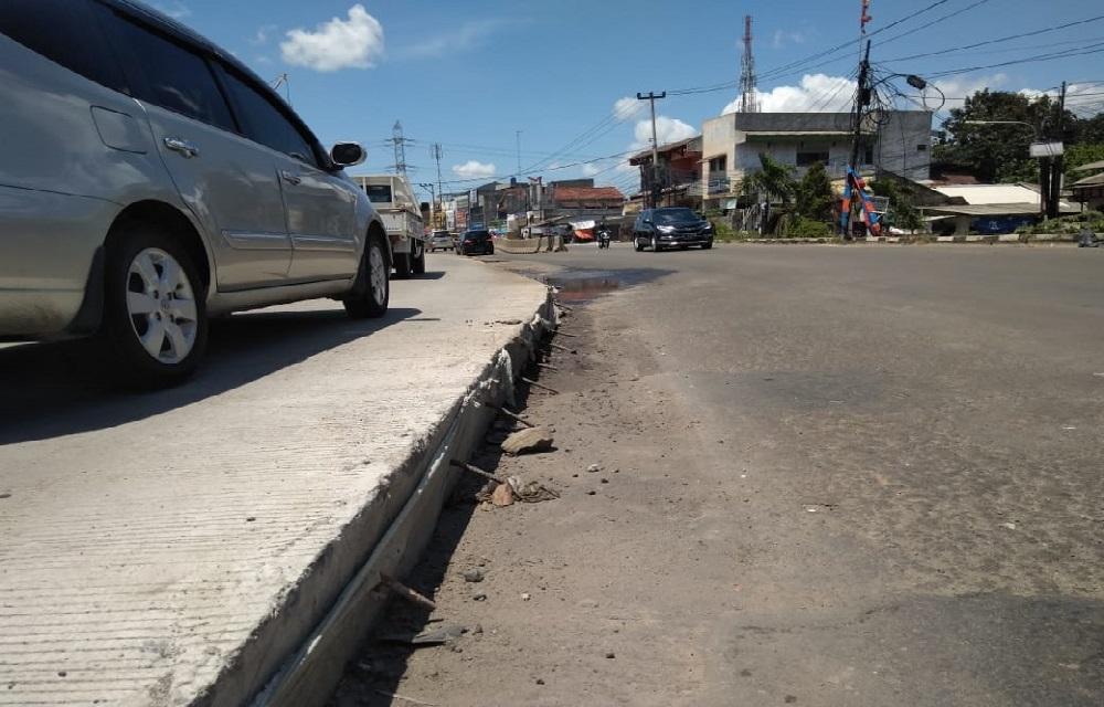 Pengecoran Jalan Siliwangi Tangsel Tak Kunjung Selesai, Banyak Kendaraan Terperosok