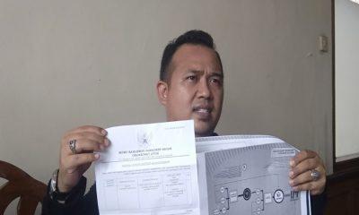 Koordinator Tampung Padi Ferry Renaldy saat laporkan Bawaslu Kota Tangerang ke DKPP