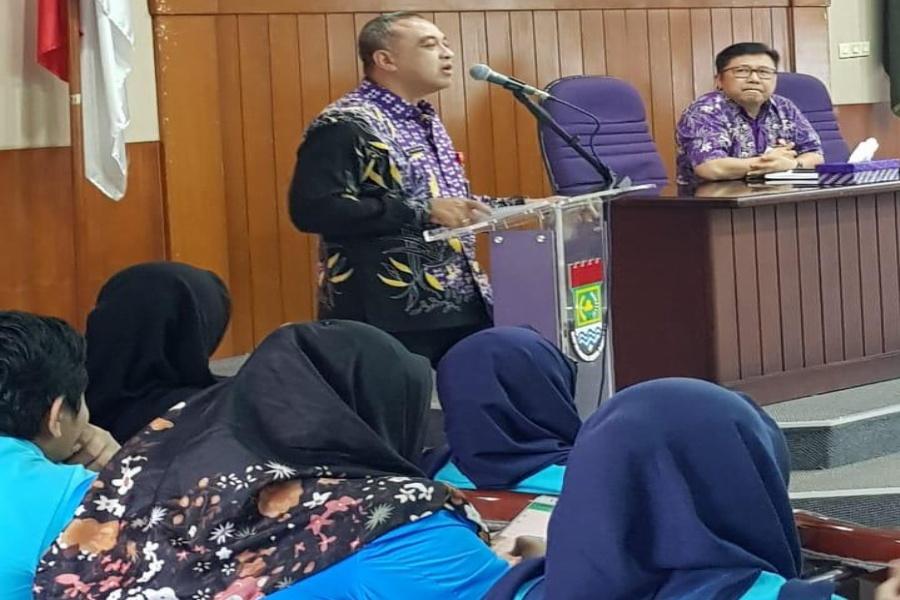 Bupati Tangerang Ahmed Zaki Iskandar saat membuka diskusi kewirausahaan