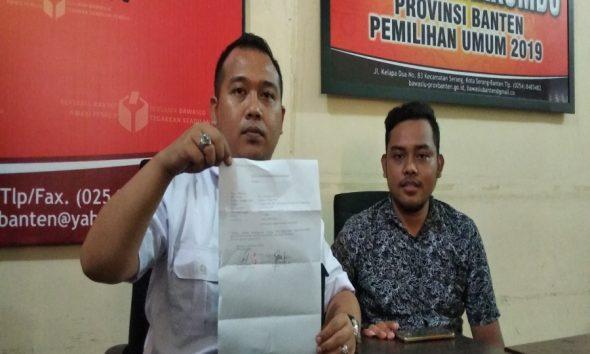 Koordinator Tampung Padi Ferry Renaldi melaporkan aksi bagi-bagi uang di Ciater