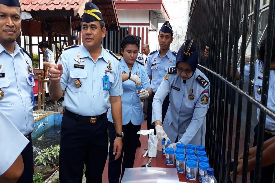50 Petugas Rutan Kelas II B Rangkasbitung Jalani Tes Urine