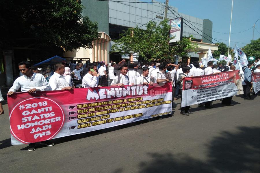 Unjuk rasa honorer di Kabupaten Pandeglang