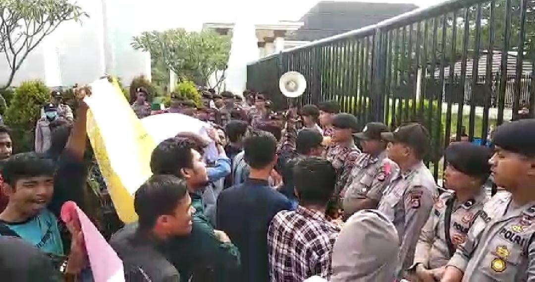 Aksi lanjutan HMI tuntut Wahidin Halim Mundur