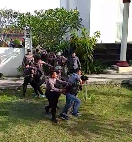 Tuntut Wahidin Halim mundur Mahasiswa diduga dipukuli aparat