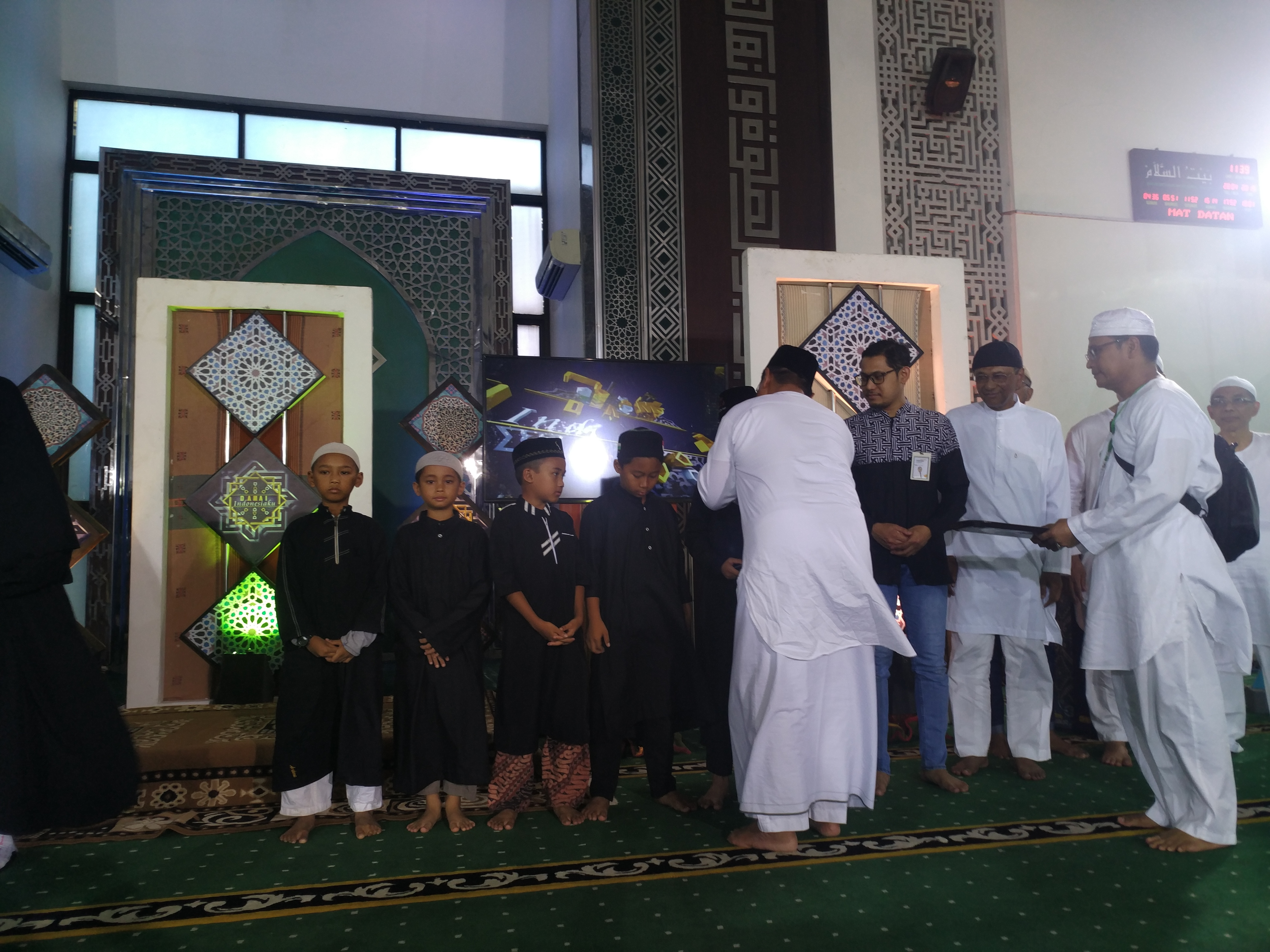 Santunan Anak yatim piatu di Masjid Baitussalam The Green BSD