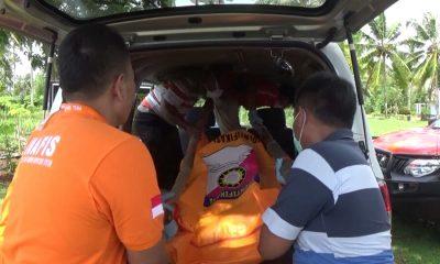 Petugas Polres Pandeglang evakuasi mayat dalam Karung di Tegal Papak