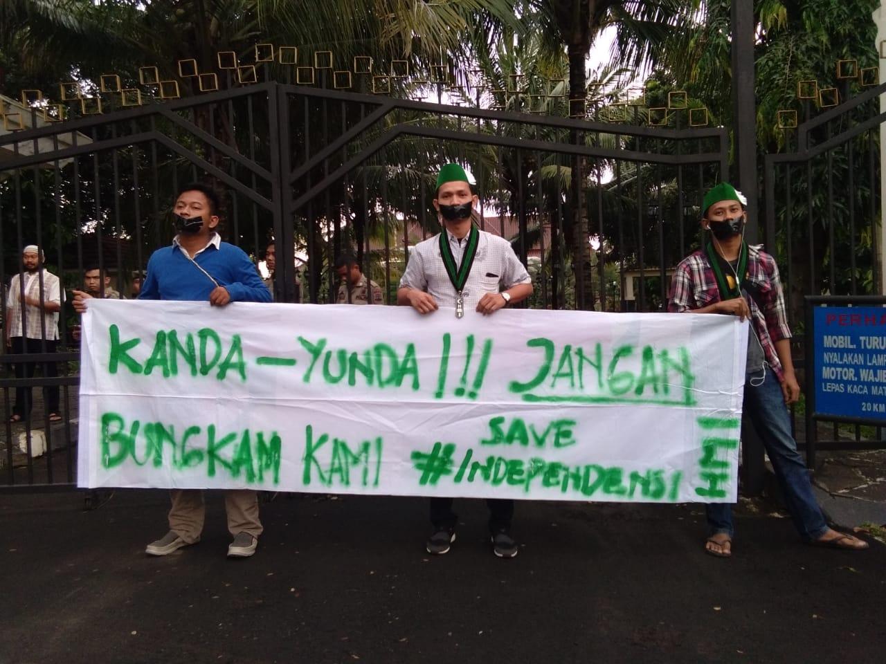 Aksi HMI protes KAHMI Banten bukber sama gubernur