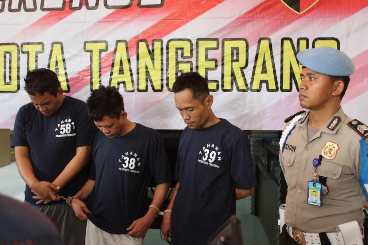 Penyidik dan wartawan palsu peras Pejabat Desa