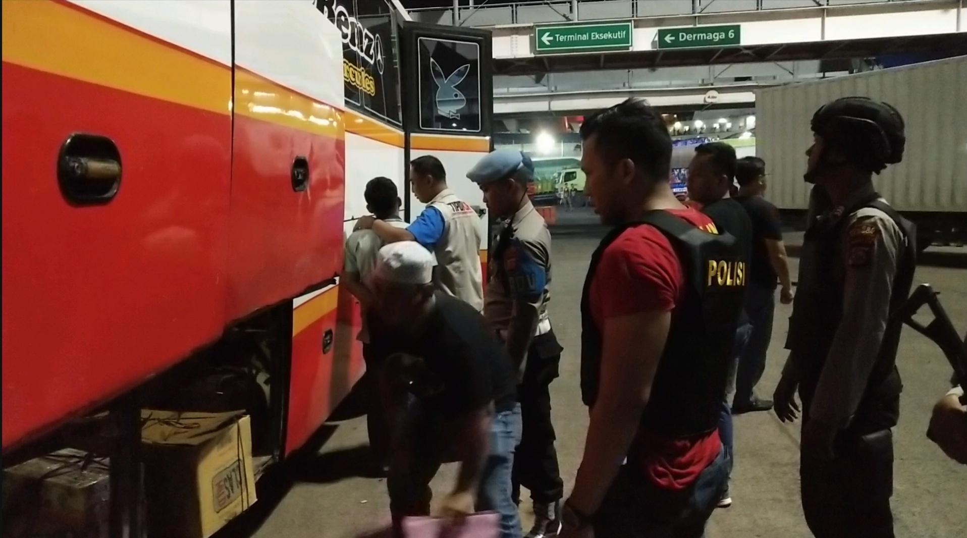 Mobil dari Sumatera digeledah di Pelabuhan Merak