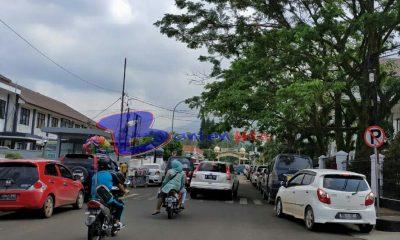 Parkir liar di depan kantor bupati Pandeglang