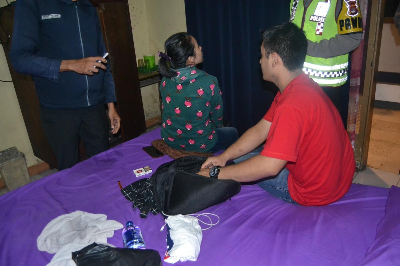 Sebelum Grebek Tiga Pasangan Mesum di Kamar Hotel, Polres Serang ...