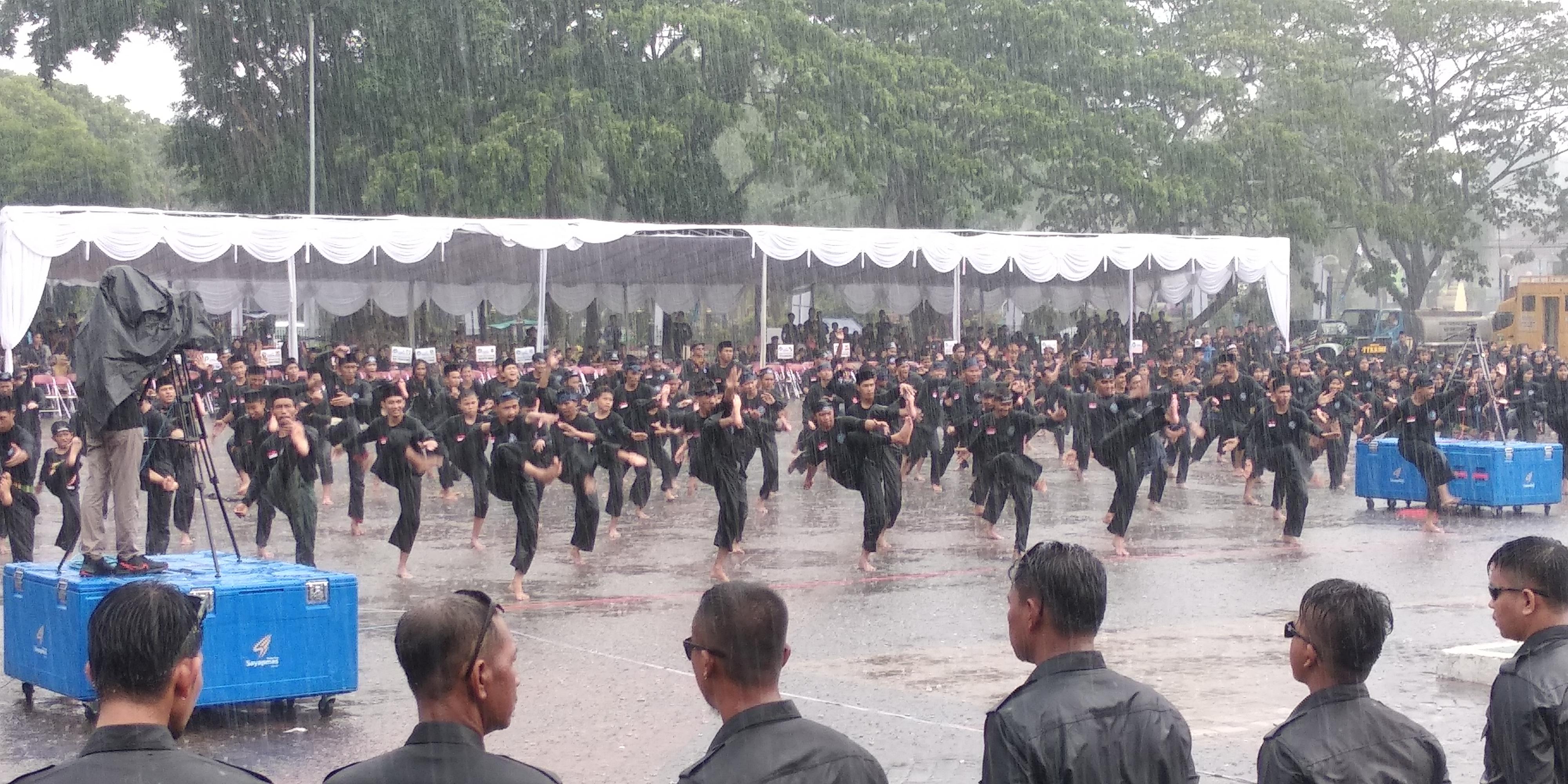 Acara Festival Silat Bandrong Dikepung Hujan Lebat, Ini yang Dilakukan Para Pendekar di Kota Serang