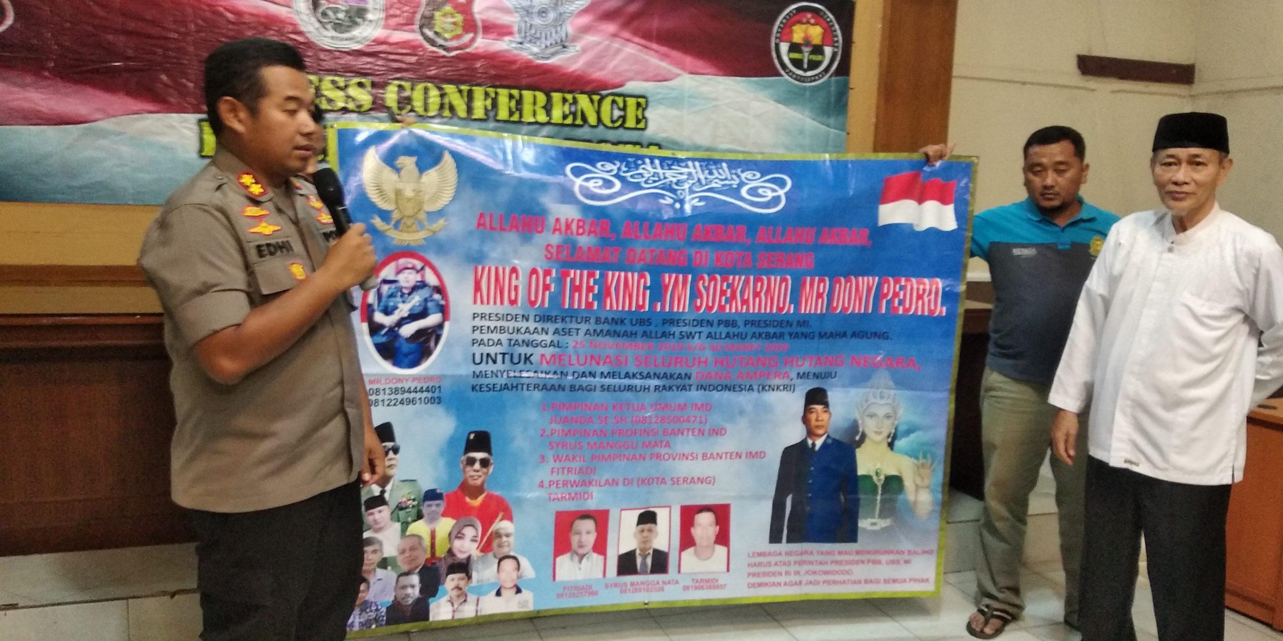 Spanduk King of The King di Banten
