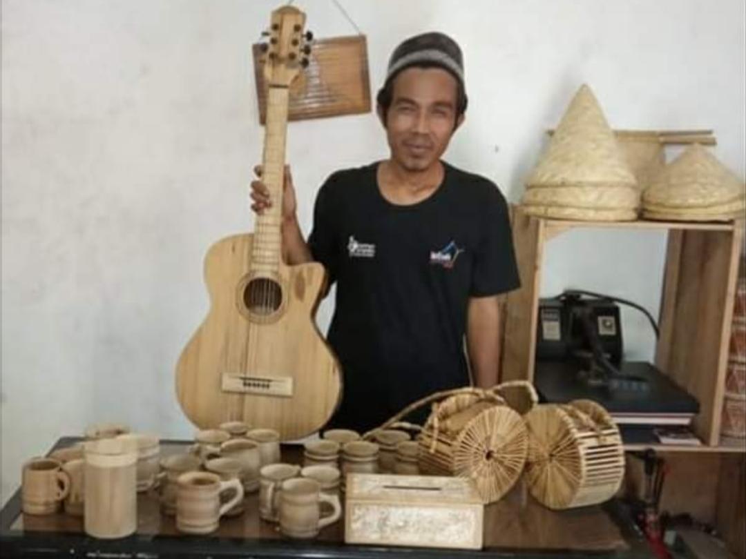 Mengenal Sosok Muhamad Nasir Ali Muhidin; Kiyai Sekaligus Master Kerajinan Bambu 'Gelas Bertuah'