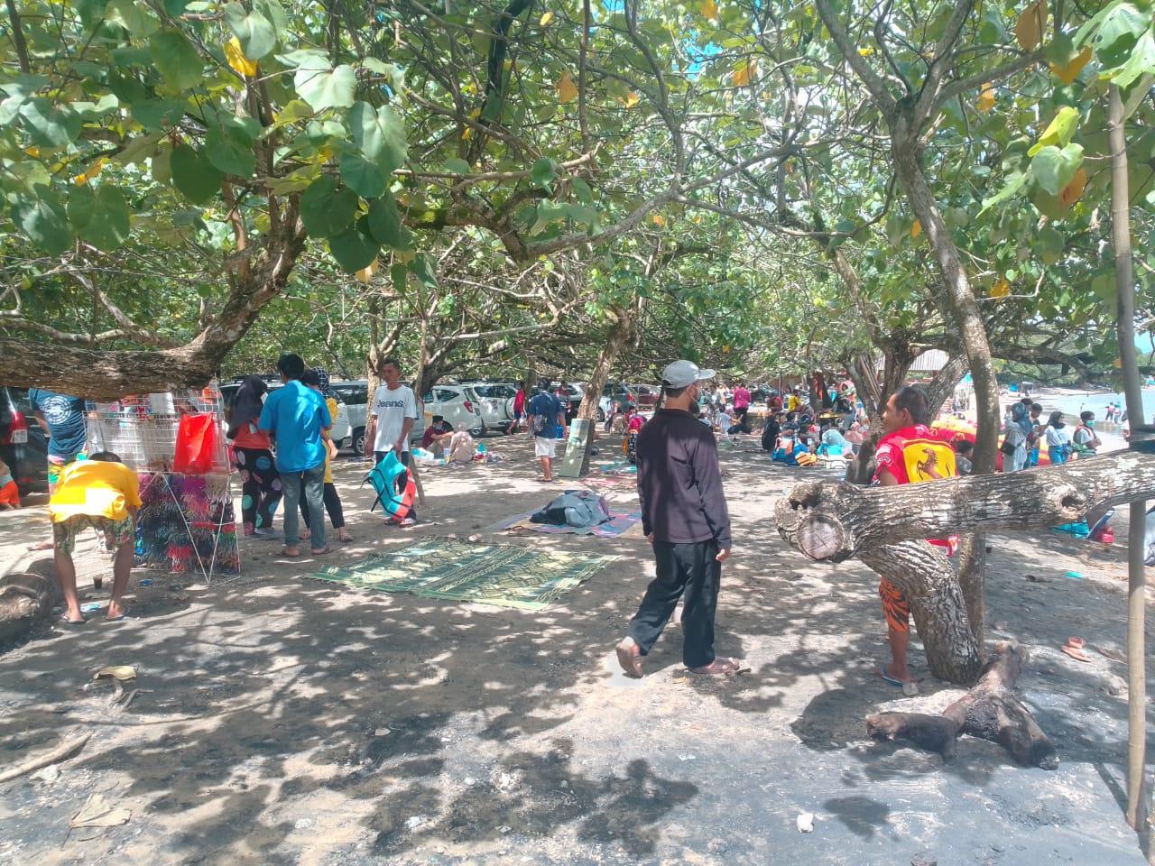 Ngeri! Imbauan Pemerintah Dilabrak, Wisatawan Padati Pantai-pantai di Banten