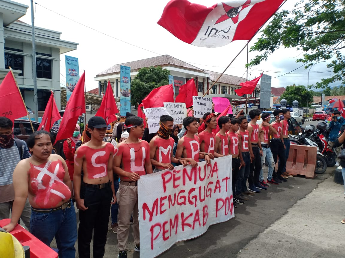 BST Covid-19 Tahap II dan III dari Pemprov Banten Tak Jelas Kapan Cair di Pandeglang, Mahasiswa sampai Harus Unjuk Rasa Perjuangkan Warga