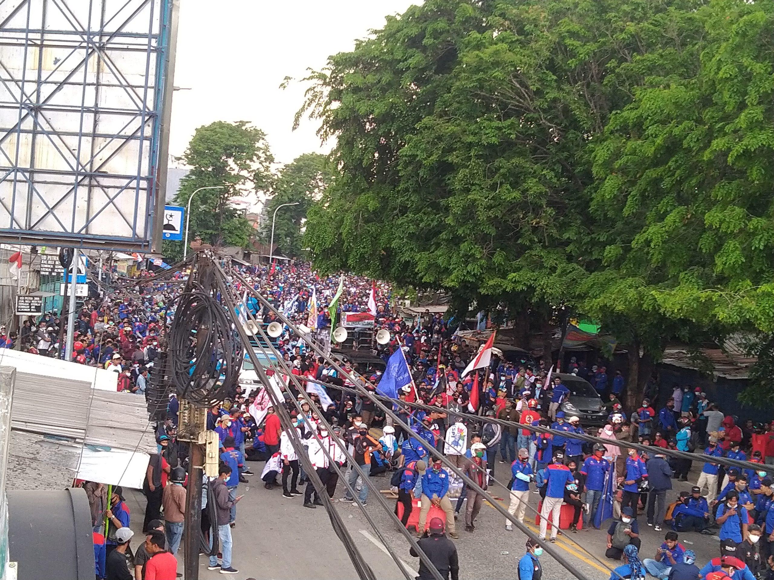 Bupati Tangerang Mulai Was-was Kemunculan Klaster Baru, Delapan Peserta Demo UU Ciptakerja Positif Covid-19