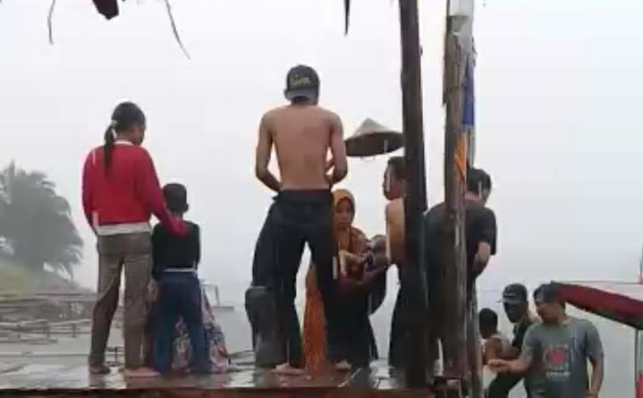 Perahu Disapu Angin Kencang, Tiga Wisatawan asal Pandeglang Tewas di Bendungan Cikoncang