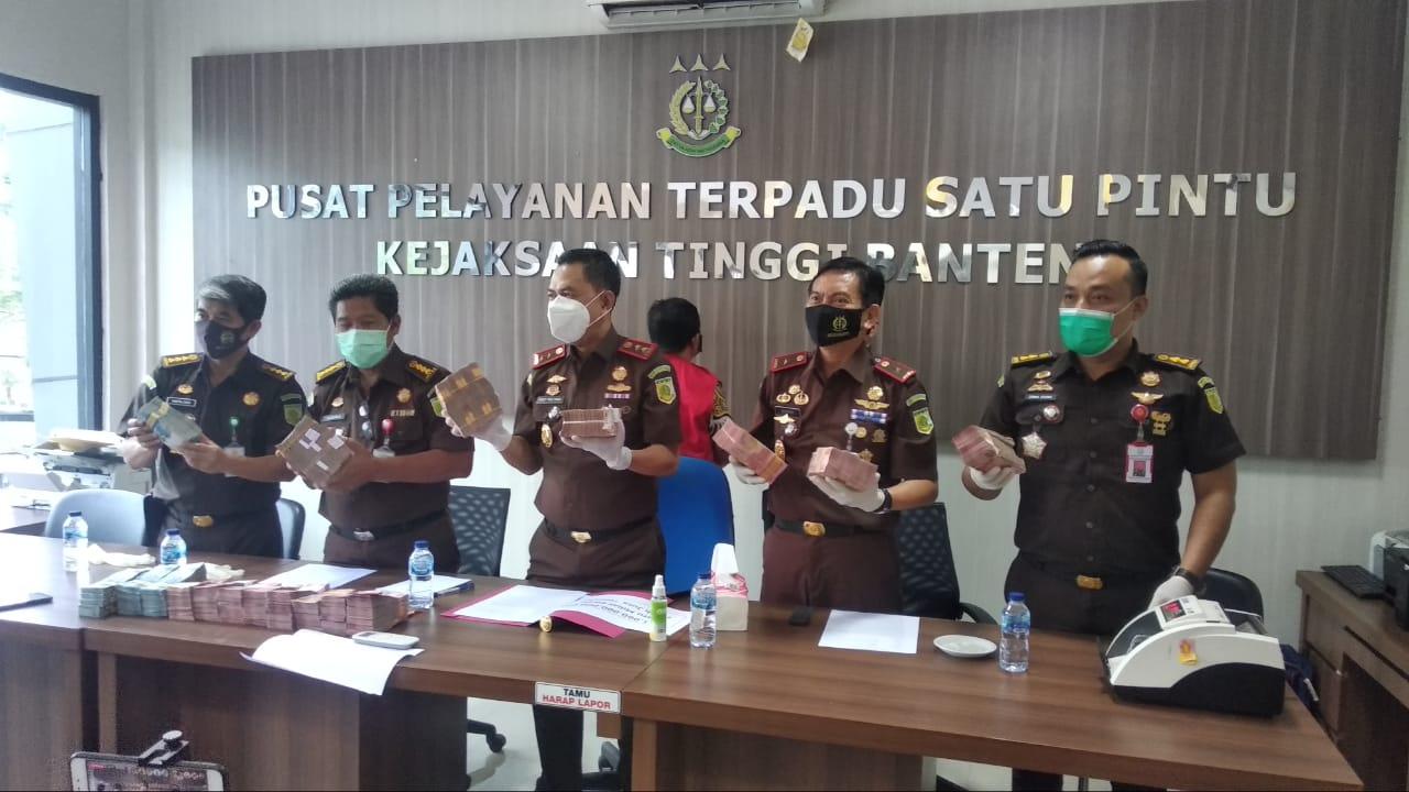 Ikut Nikmati Duit Kredit Fiktif BJB, Mantan Kepala Cabang Tangerang Dituntut Enam Tahun Penjara
