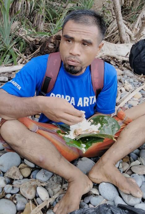 Dikenal Tukang Ziarah, Ini Tampang Seram Pembunuh Petani saat Makan pakai Daun